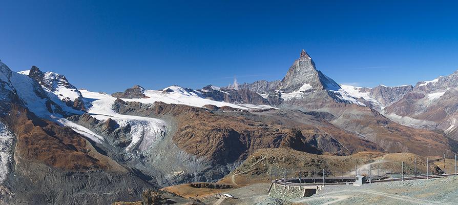 スイスの山並みの写真